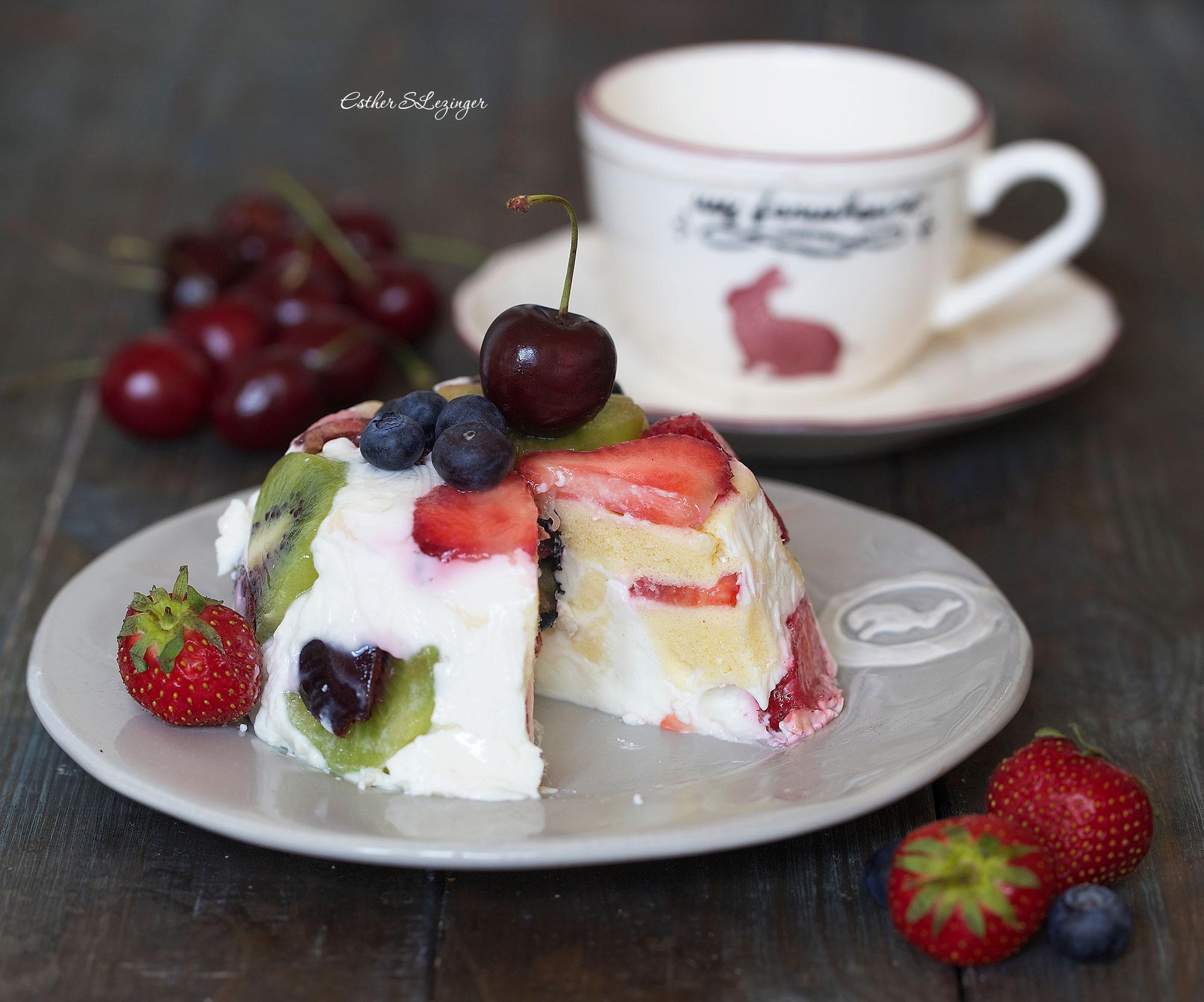 Диетический ягодно-творожный десерт